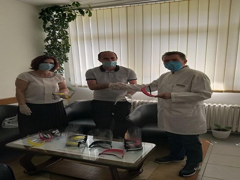 Američki kutak i biblioteka u Prizrenu su donirali 3D maske